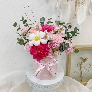 Pretty In Pink Affection Bloom Box (Petite)